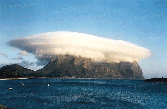 Resultado de imagem para nuvens estranhas